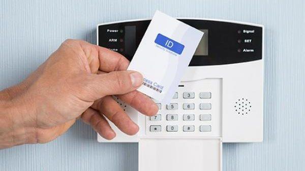 Delegados da Polícia Federal do PR não devem ser submetidos ao registro eletrônico de frequência